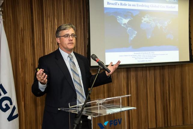Kenneth B. Medlock III, Ph.D. em economia pela Rice University