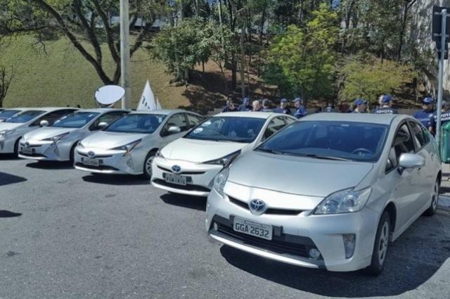 Toyota Prius, que custa R$ 120 mil, respondeu por quase 80% das vendas de veículos híbridos e elétrico no Brasil em 2016 - Foto: Facebook/Reprodução