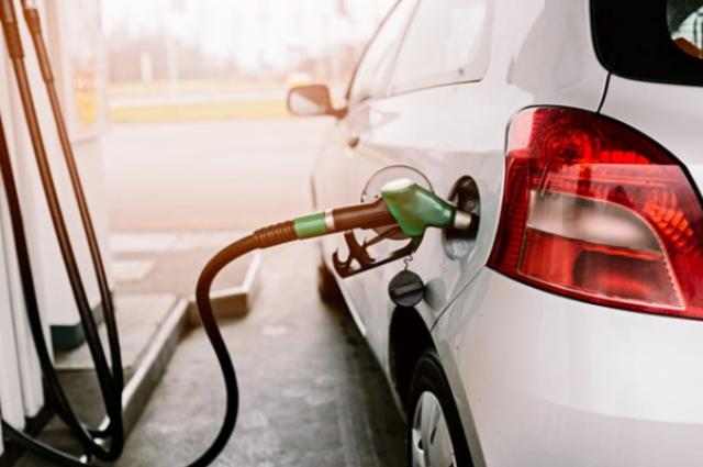 shutterstock Segundo a ANP, preço médio do litro da gasolina para o consumidor final terminou o ano de 2017 em R$ 4,099
