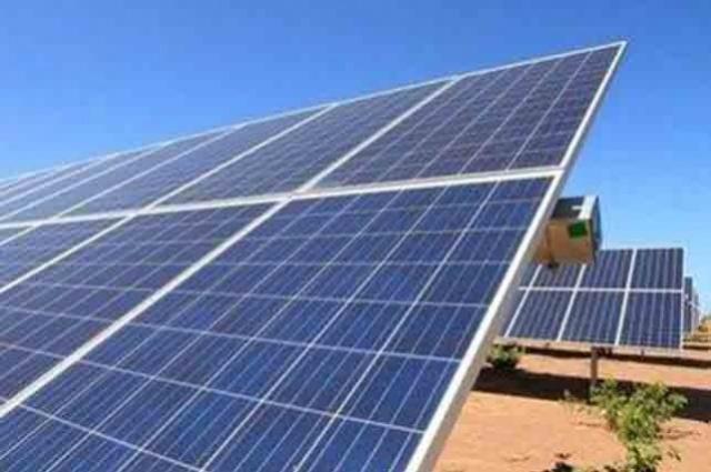 Placa para geração de energia solar (Crédito: João Allbert)
