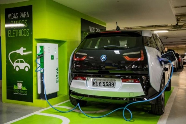 BMW i3, o primeiro elétrico vendido oficialmente no Brasil, consome cerca de R$ 50,00 de energia por mês EDUARDO ANIZELLI/FOLHAPRESS/JC