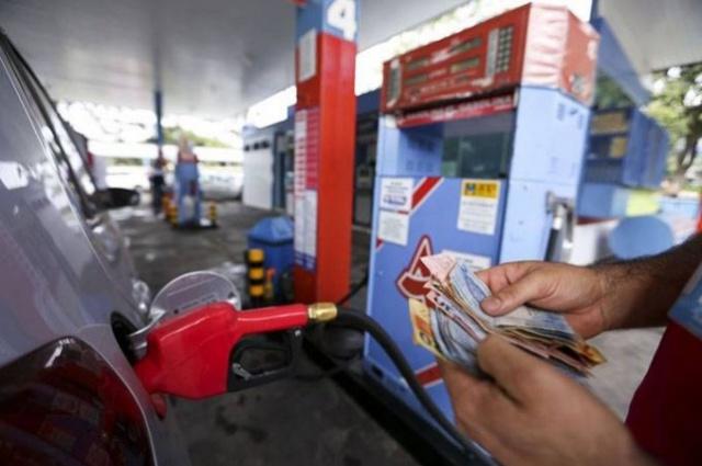 Petróleo chegou a bater na casa dos 80 dólares por barril (Marcelo Camargo/Agência Brasil)