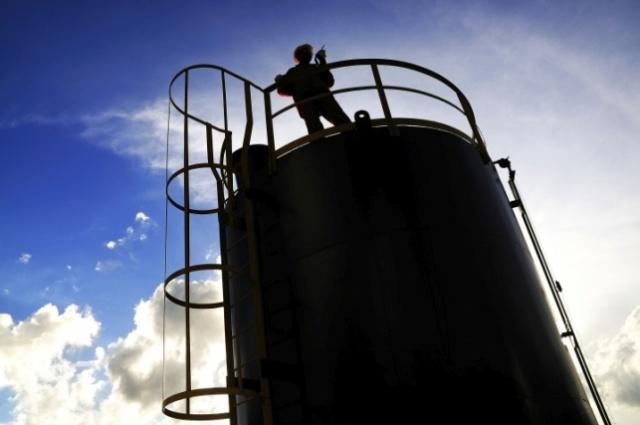 Preço do petróleo foi derrubado por alta oferta e baixa demanda