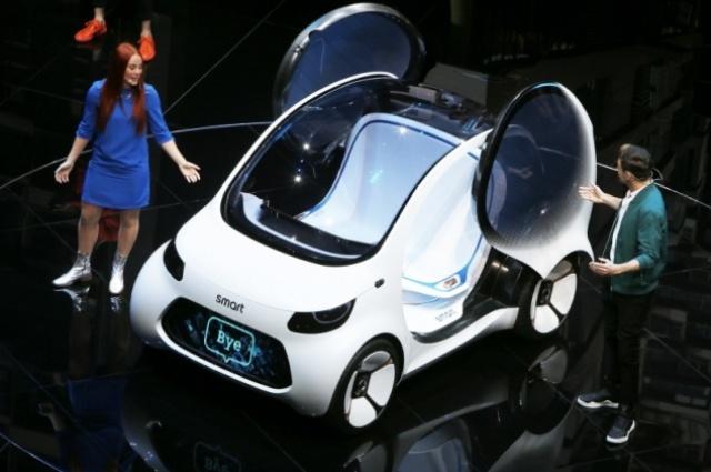O pequeno Smart Vision EQ, apresentado no Salão do Automóvel de Frankfurt, é um exemplo das escolhas que estão sendo feitas pelas montadoras globais /NEWSPRESS/DIVULGAÇÃO/JC