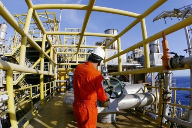 Reformas de plataformas da Petrobras na Bacia de Campos. Na foto, a P-37 - Divulgação